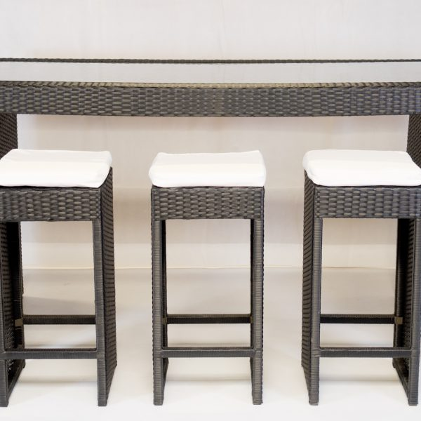 South Beach bistro set to hire to include table and six stools