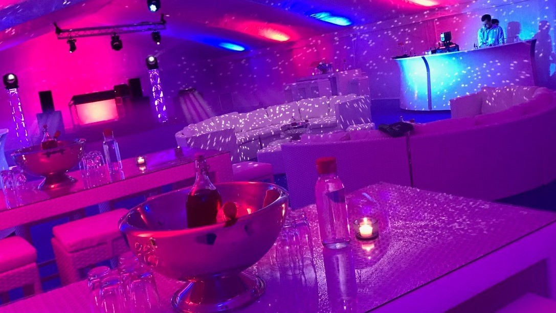 South Beach Six Seater White with champagne bowl and white Bulgaris